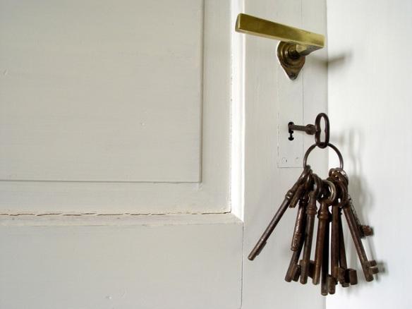 locked-door-1229925-640x480